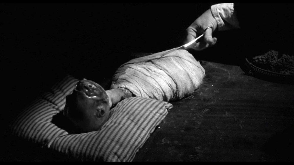 Генри разрезает ребенка