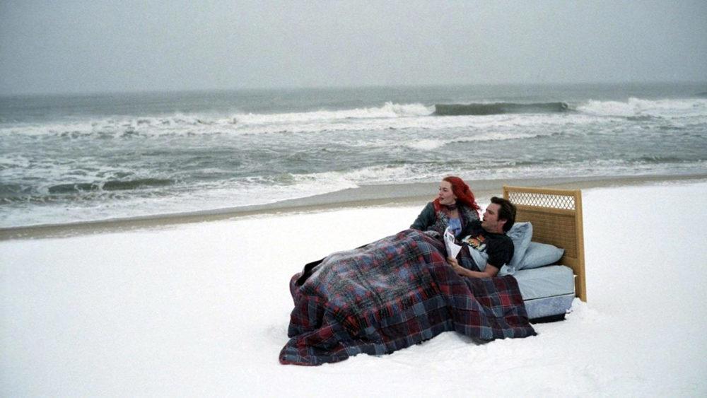 Кровать на берегу
